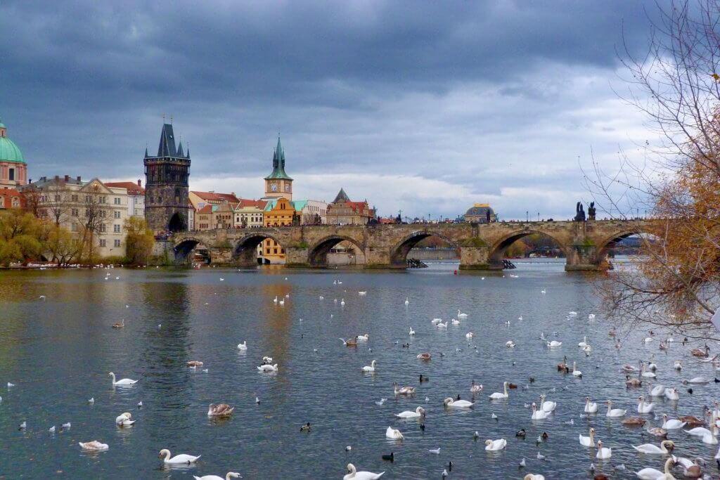 Prag. Karlov most. Kurs češkog jezika.